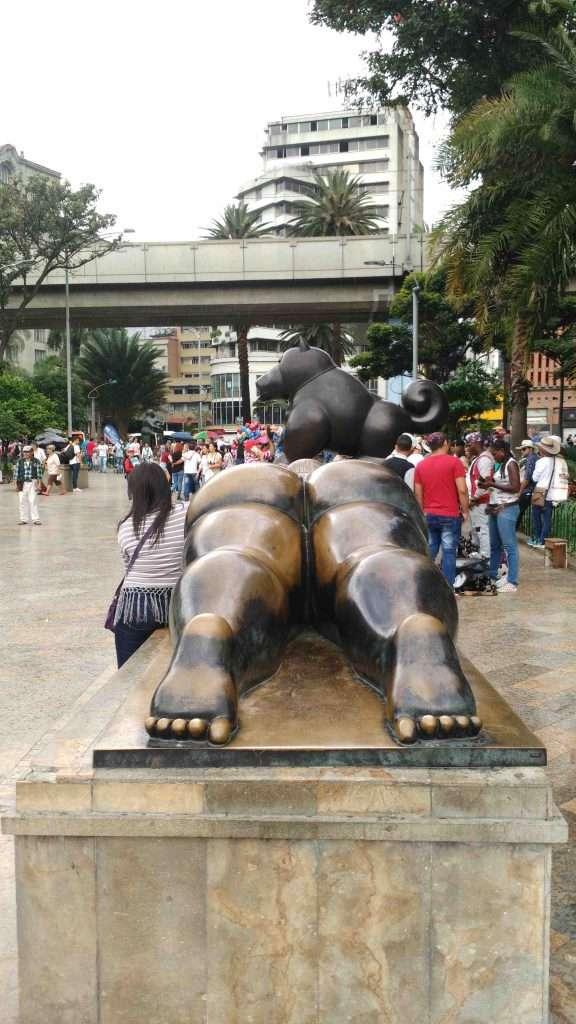 Colombia Medellin Botero Park mujer espejo